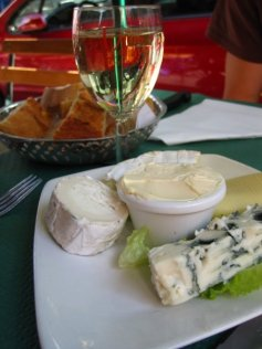 Cheese and wine - what else do you eat in Paris