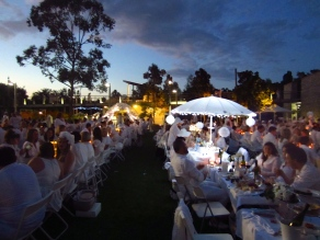 Diner en Blanc Brisbane by night